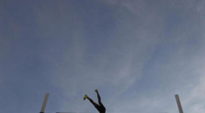 Grave atleta 17enne caduto durante un salto con l'asta