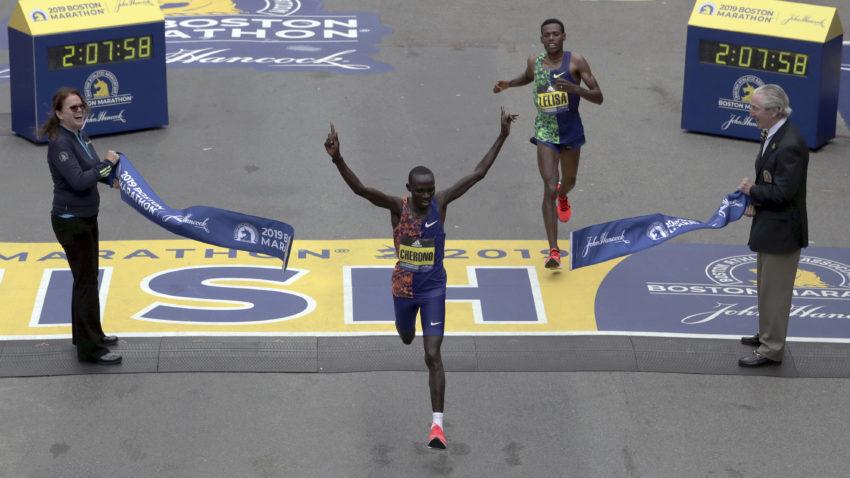 Spettacolare  arrivo al fotofinish  nella maratona di Boston- Il video