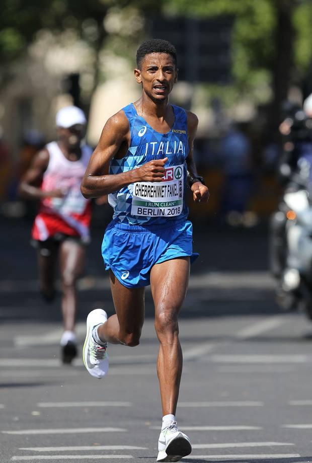 Eyob Faniel guadagna un gran terzo posto alla Jesolo Moonlight Half Marathon.