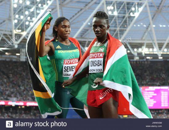 sud-africa-caster-semenya-e-il-burundi-francine-niyonsaba-dopo-la-donna-800m-finale-durante-il-giorno-dieci-del-2017-iaaf-campionati-del-mondo-presso-il-london-stadium-jwwx3m