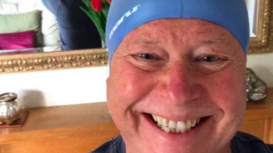 Triathlon: 62enne sopravvissuto al cancro, completa la sua prima gara