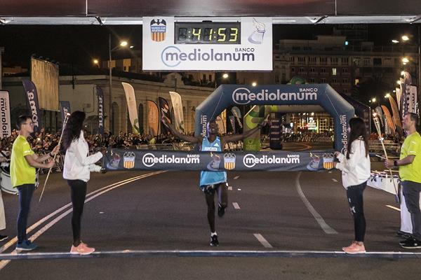 KIPCHUMBA E YIMER cancellano i record della 15Km di Valencia