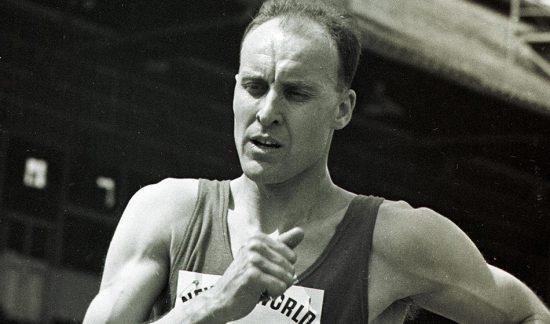 Ken-Matthews-race-walk-by-Mark-Shearman