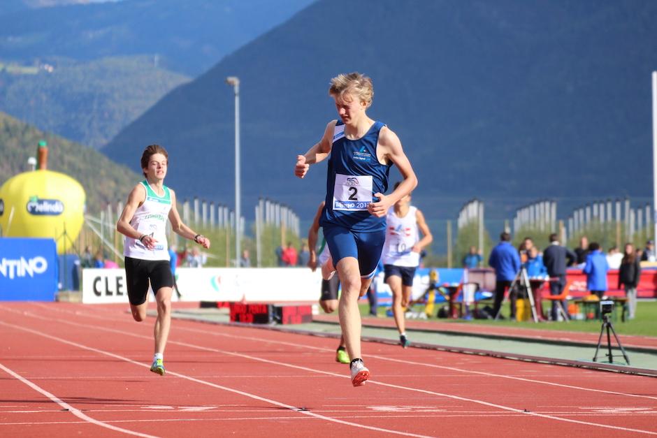 Lorenzo Benati vince i 400 metri nonostante un infortunio ai tricolori di Agtopoli