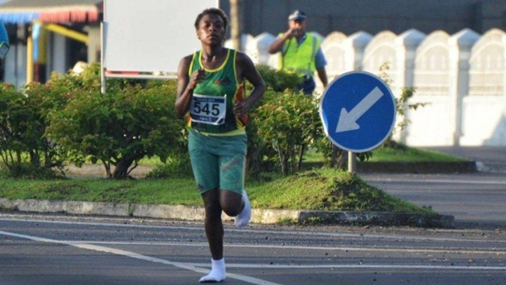Come Abebe Bikila, una runner vince la mezza maratona correndo senza scarpe