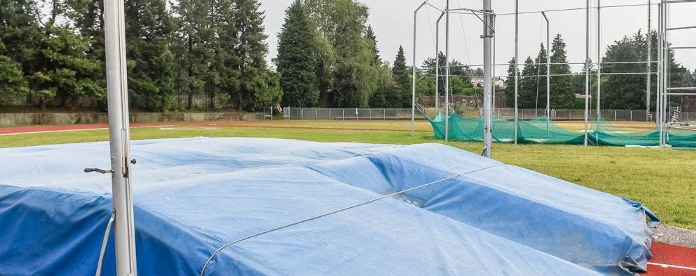 A Como, campo di atletica senza acqua calda e attrezzature vecchie e malmesse