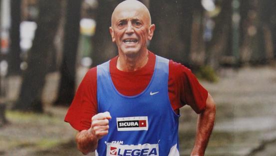 Maratoneta 69enne travolto da una balla di fieno durante una gara, vivo per miracolo