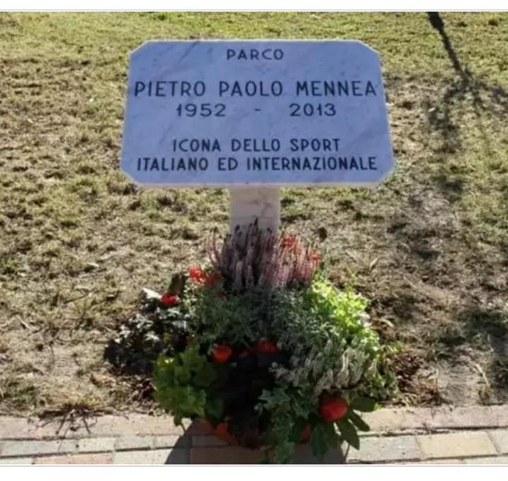 Sfregiata la targa dedicata a Pietro Mennea, vandali in azione a Torino
