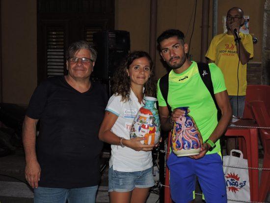 Premiazione Corri per le Vie di Borgetto 2019 BioRace da sx Pino Vicari M.G. Bilello Lorenzo Abbate