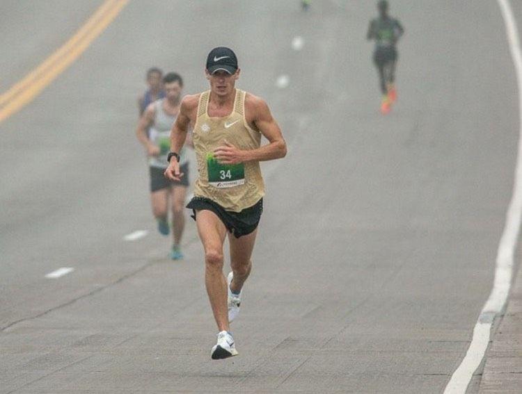 Corre 2:13 la maratona lavorando 30-70 ore alla settimana in un ranch nel Texas
