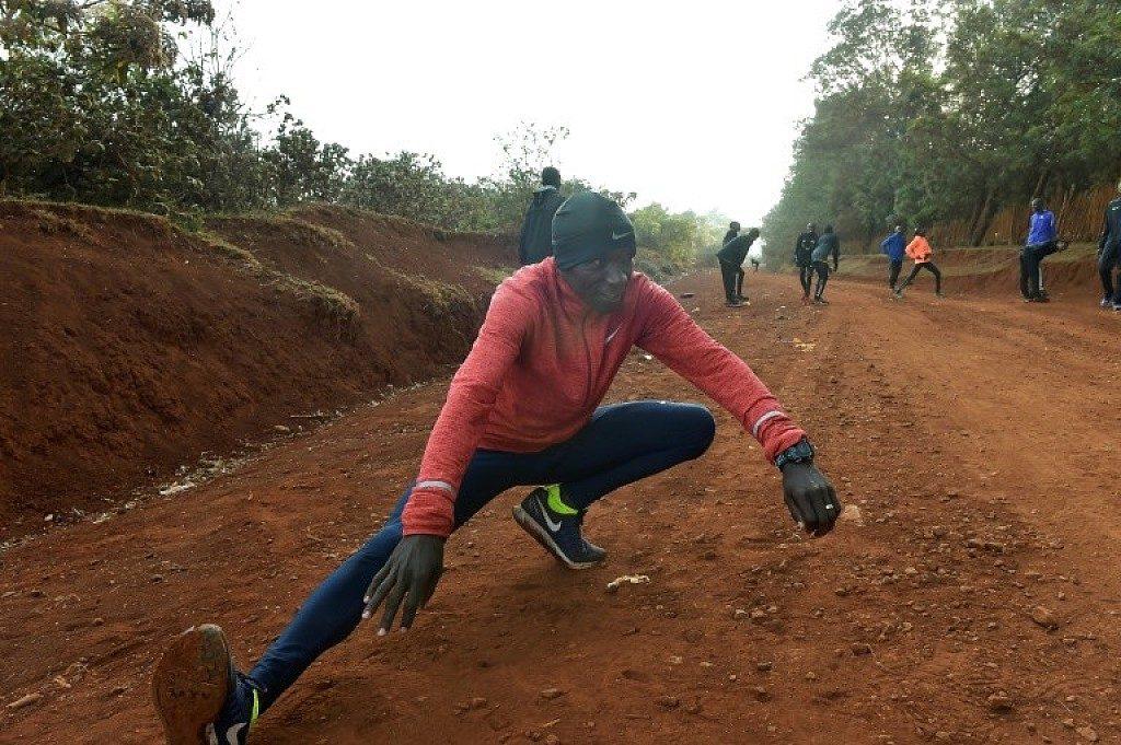 Eliud Kipchoge avrà 42 pacemaker per provare a correre la maratona in meno di 2 ore nella sfida INEOS 1:59