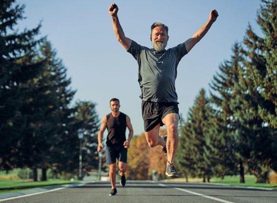 Non è mai troppo tardi per iniziare a correre e vedere i benefici per la salute e l'invecchiamento
