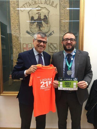 Camillo Franchi e il sindaco dell'Aquila Pierluigi Biondi alla presentazione della Mezza Maratona