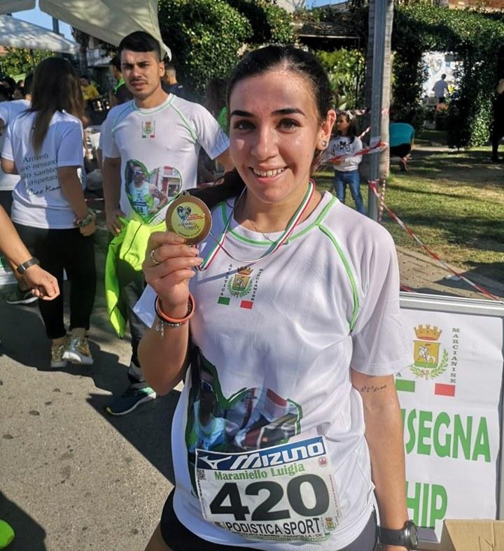 """CAPODRISE Memorial Domenico Maraniello  Esulta Di Mario: è mia la prima edizione.  Tra le donne vince la partenopea Ela Stabile,   il """"Trofeo"""" alla """"Road Runners Maddaloni"""""""