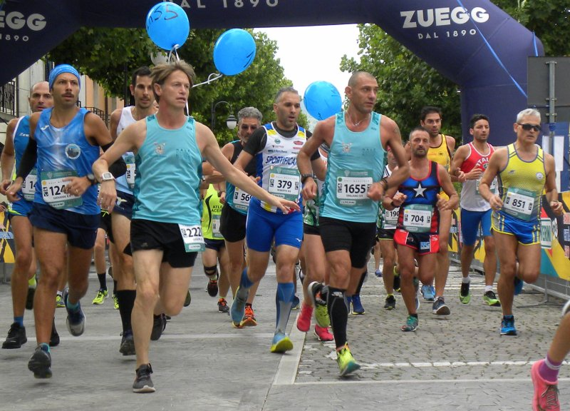 Telesia Half Marathon  Trionfa il Kenia con Miwangi e la Moseti. Record del percorso sia maschile che femminile.