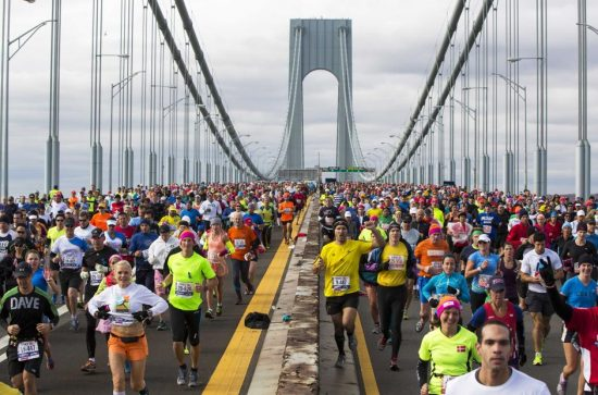 Runners cross the Verrazano-Narrows Bridge during the New York City Marathon in New York, November 3, 2013. REUTERS/Lucas Jackson (UNITED STATES - Tags: SPORT ATHLETICS) Picture Supplied by Action Images