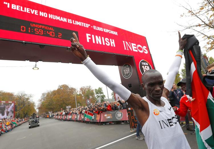 Eliud Kipchoge: tutti gli incredibili numeri, passaggi compresi, dietro la maratona sub due ore