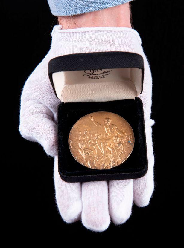 Vale 1,8 milioni di Euro la medaglia d'oro di Jesse Owens messa all'asta