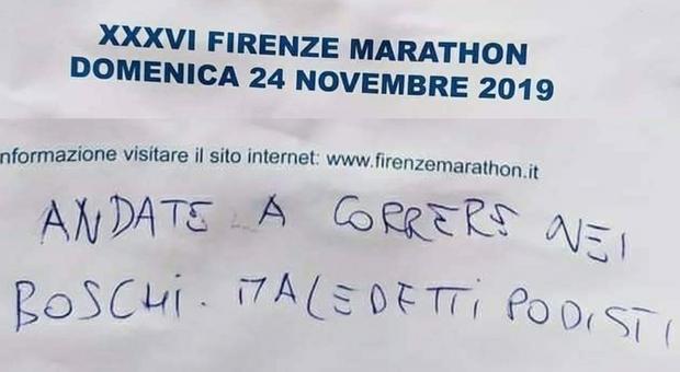 """""""Maledetti Podisti"""":  vergognose offese sui cartelli della Firenze Marathon"""