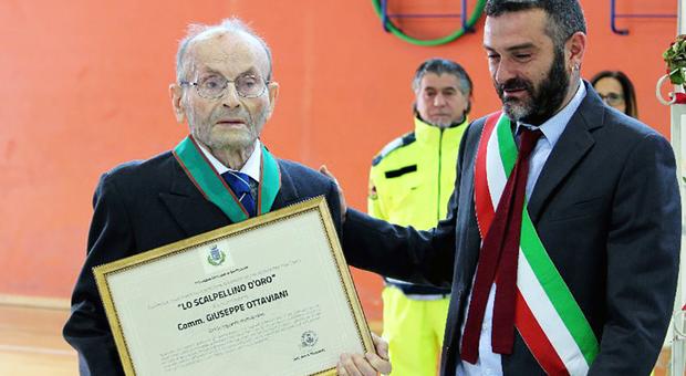 """Giuseppe Ottaviani 103 anni:  premiato """"l'uomo dei record"""""""
