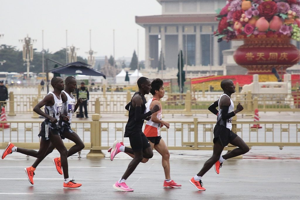 Risultati maratona di Pechino 2019: tripletta keniana col record della corsa