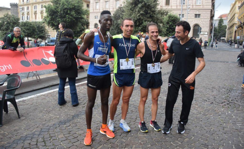 Spaccanapoli, in 800 sfidano il maltempo: successi di Di Cecco e Gavarretti