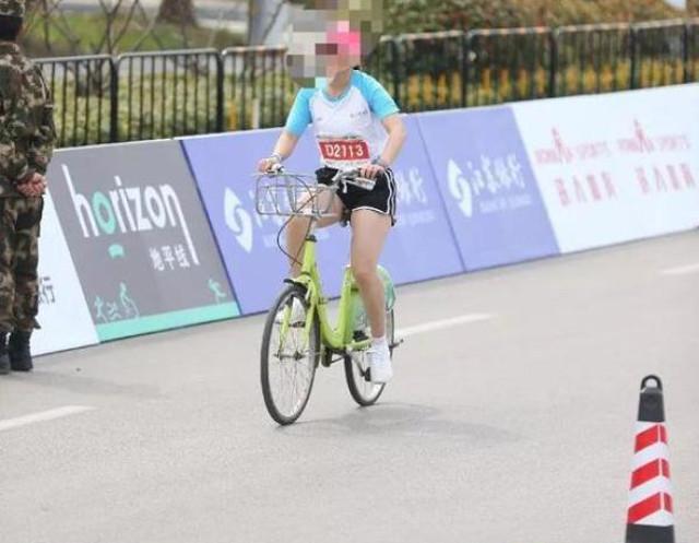 Ancora runner imbroglioni  beccati in bicicletta durante la Maratona di Shanghai