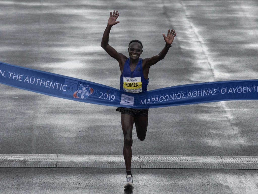 Kipkorir Komen a 42 anni vince la 37a Maratona di Atene.