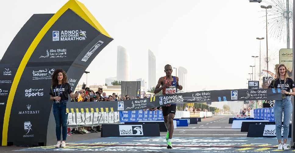 Spettacolare doppietta keniana e grandi tempi nella maratona di  Adnoc Abu Dhabi