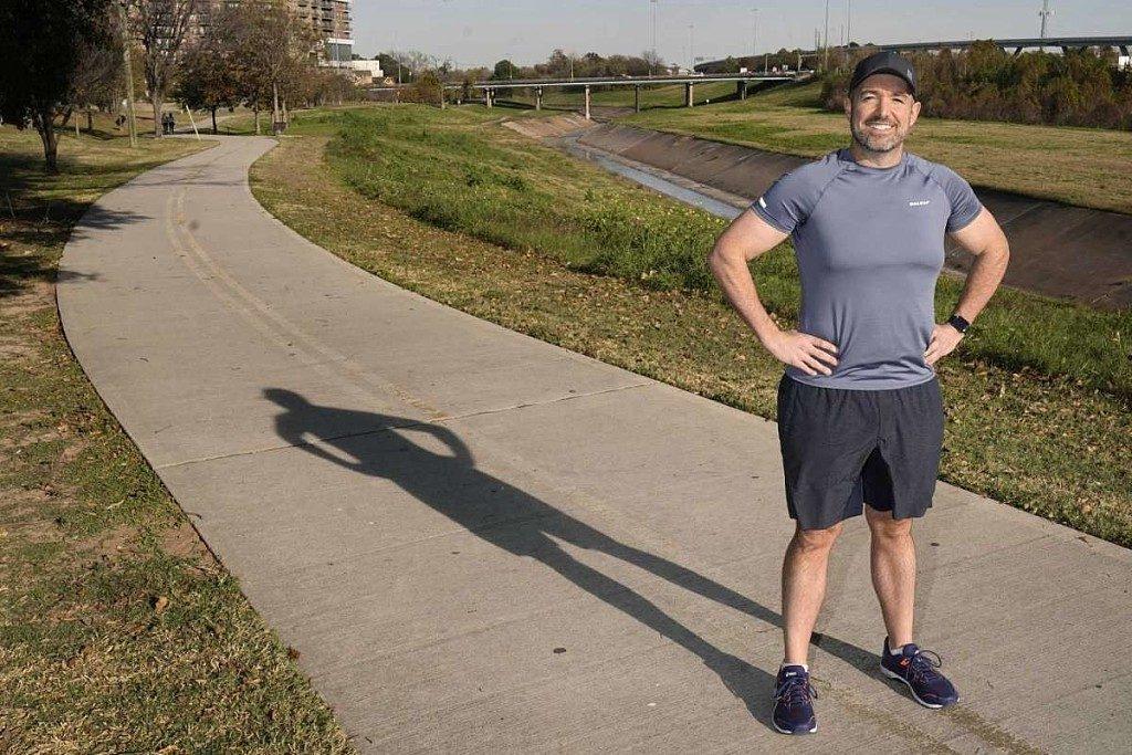 Perde 200 chili di peso e ora si sta allenando per la prossima mezza maratona di Houston