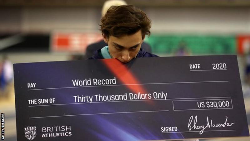 Armand Duplantis scatenato, ancora record del mondo nell'asta a Glasgow LA DIRETTA STREAMING FREE