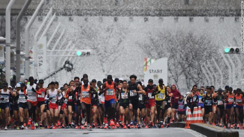 """Coronavirus: la maratona di Tokyo """"limitata"""" ai soli atleti professionisti, 37.000 runner rimarranno a casa"""