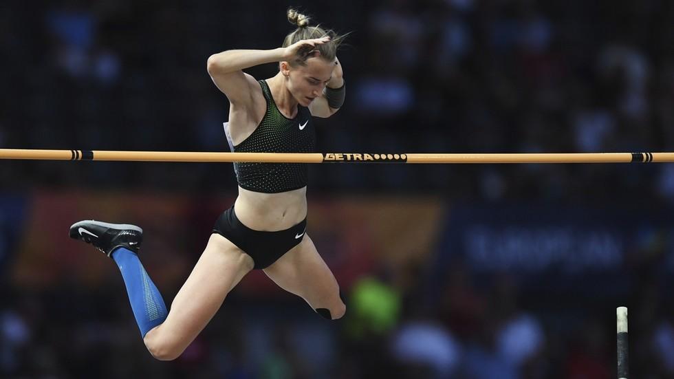 La russa Anzhelika Sidorova,  nonostante il divieto internazionale,  stabilisce nel salto con l'asta il  LEADING MONDIALE