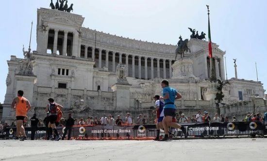 Oggi si sarebbe dovuta correre la Maratona di Roma, la città parla ai maratoneti