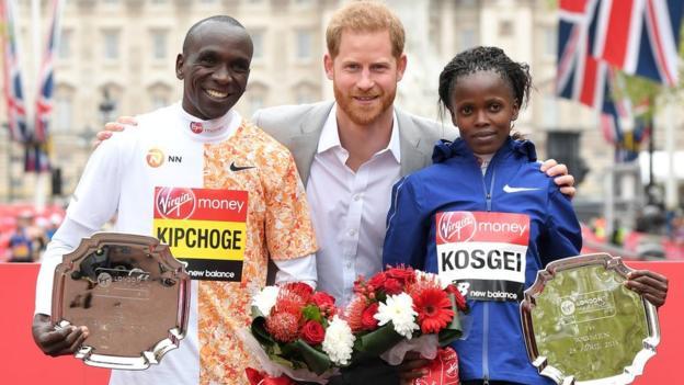 Anche Eliud Kipchoge e Brigid Kosgei fermi un mese in Kenya, rischiano di saltare la London Marathon