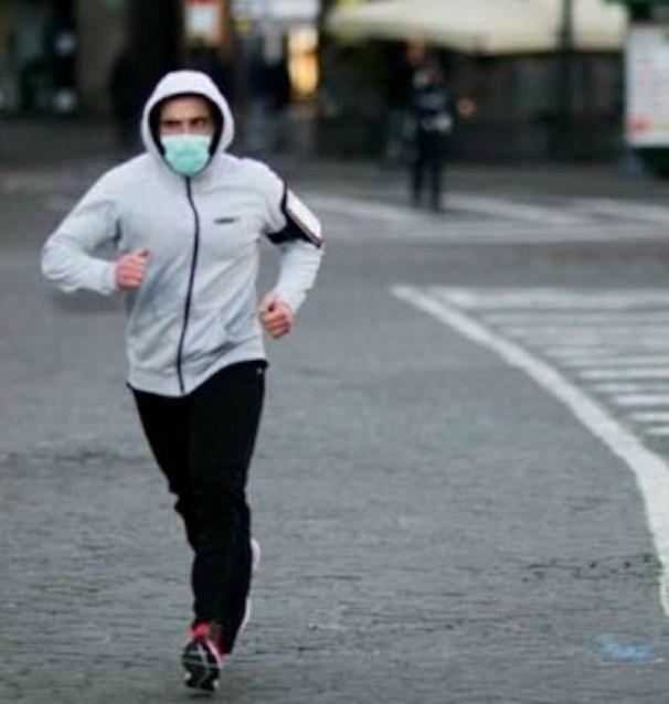 """Coronavirus: """"attenzione! Vieteremo il jogging e lo sport all'aperto se si ignora l'appello a non uscire- dice il ministro Spadafora»"""