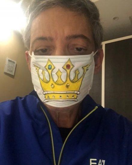 Coronavirus, Fiorello  attacca i runner e posta la foto: «Ci meritiamo il coprifuoco»