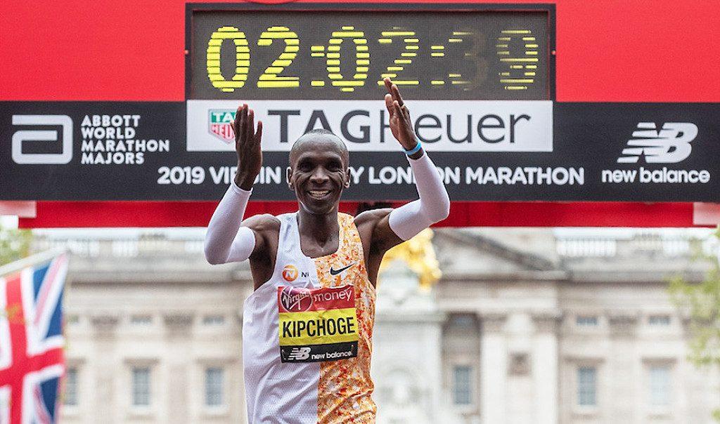 Eliud Kipchoge esprime il suo disappunto dopo lo spostamento della Maratona di Londra