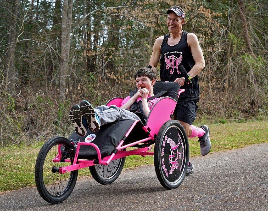 Il coronavirus rimanda il sogno di un runner di spingere il figlio disabile alla Boston Marathon