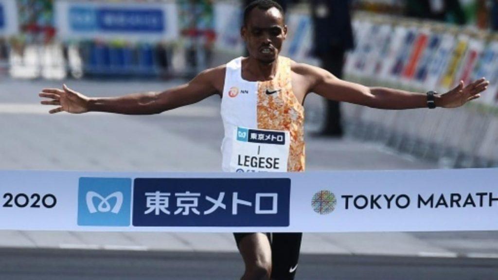 Birhanu Legese e Lonah Salpeter, con il record femminile, vincono la Tokyo Marathon
