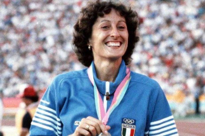 Oggi è il compleanno di Sara Simeoni, auguri alla regina italiana dell'atletica