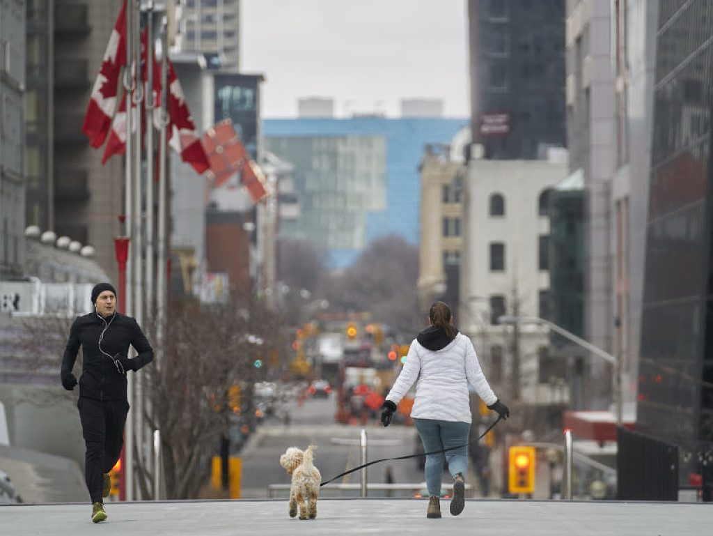 A Toronto multe fino a 5000 dollari per chi corre o cammina senza rispettare le regole
