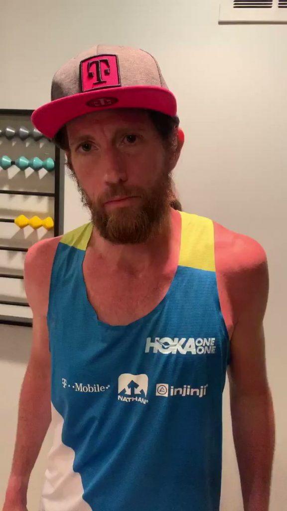Un rotolo di carta igienica dorata come premio per la vittoria nell'ultramaratona virtuale di 63 ore