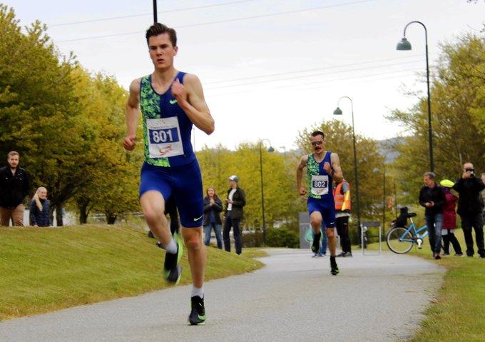 Jakob Ingebrigtsen esordisce battendo il record di Moen sui 5km su strada