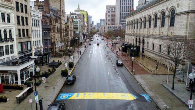 """La Boston Marathon 2020 cancellata, ora è una gara """"virtuale"""". Ecco cosa significa."""