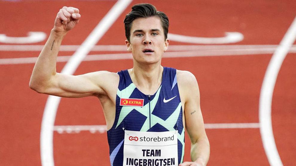 Jakob Ingebrigtsen batte suo fratello Filip negli 800 metri ad Oslo