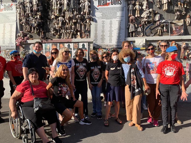 Incendio al Muro di Bambole di Milano: denunciati due giovani