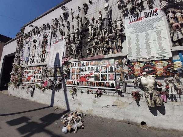 """Incendiato il """"Muro dI Bambole"""" di Milano."""