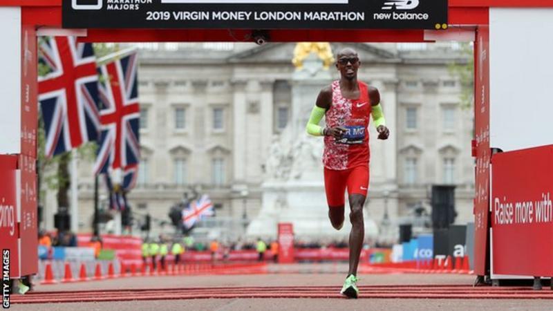 Mo Farah sarà il pacemaker in gara con Eliud Kipchoge alla Maratona di Londra