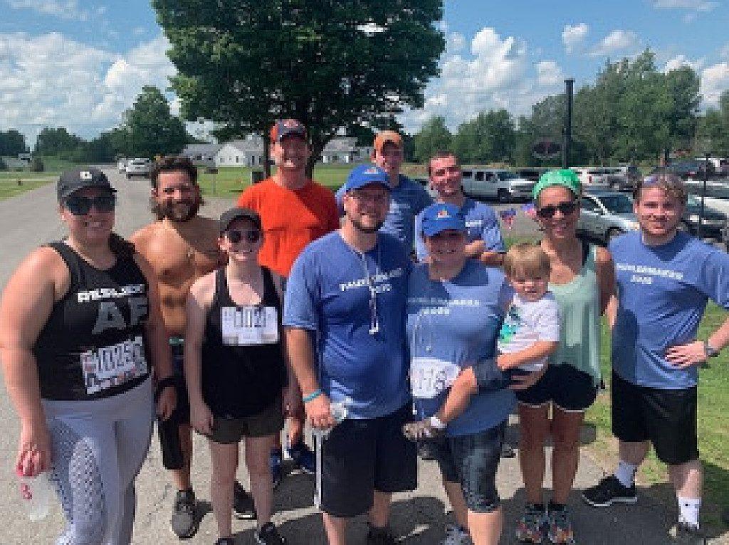 Sopravvissuto miracolosamente al cancro conclude una corsa di 5 km